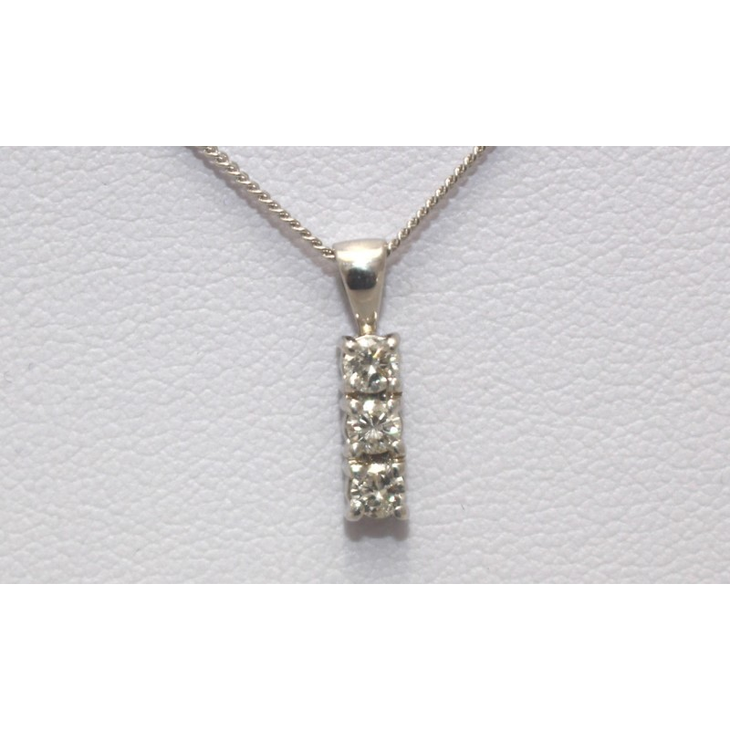 pendant diamond gold index three bezel yellow set