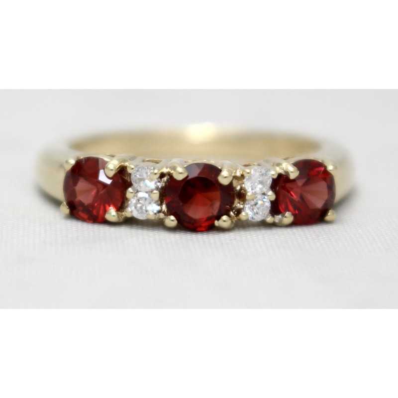 garnet and ring 9ct yellow gold