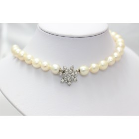 Pearls Necklace with a Diamond Pendant