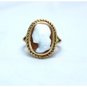 Cameo ring 9ct gold